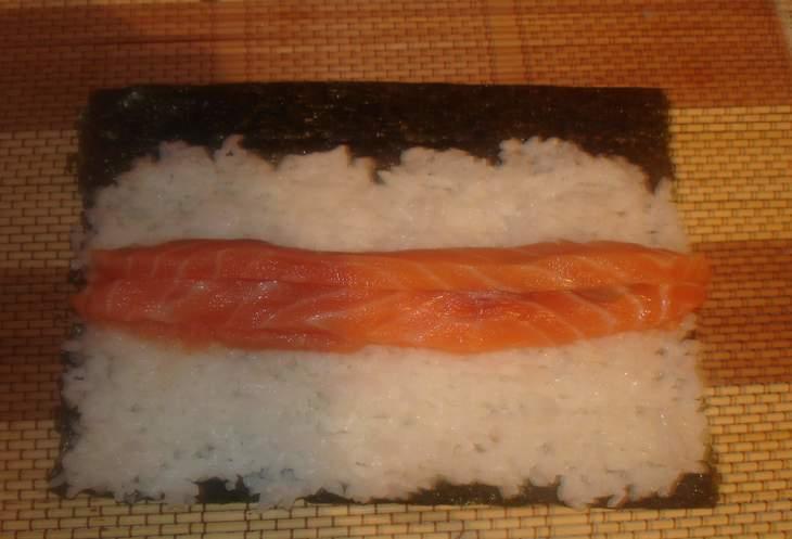 sushi-maki-s-lososem-i-avokado-c0d3929