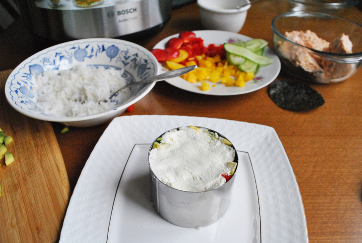 zakusochnyj-sushi-tort-s-syrnym-kremom-3cfbf06