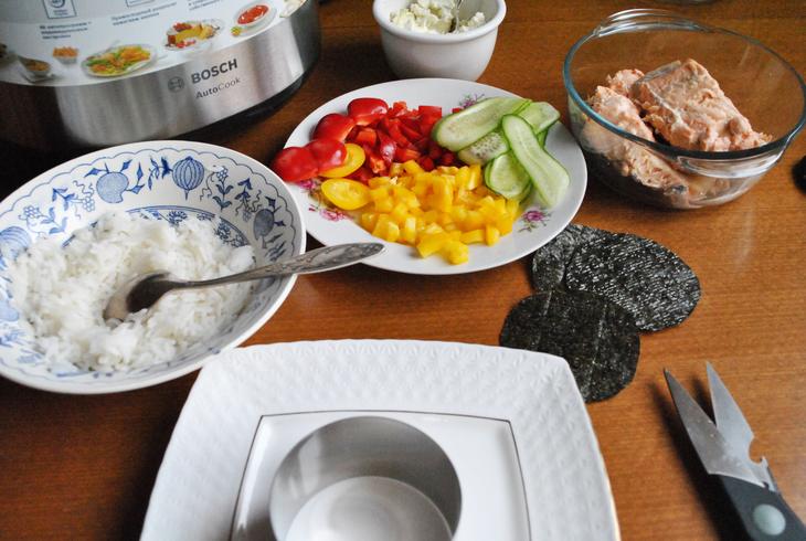 zakusochnyj-sushi-tort-s-syrnym-kremom-716d6cf