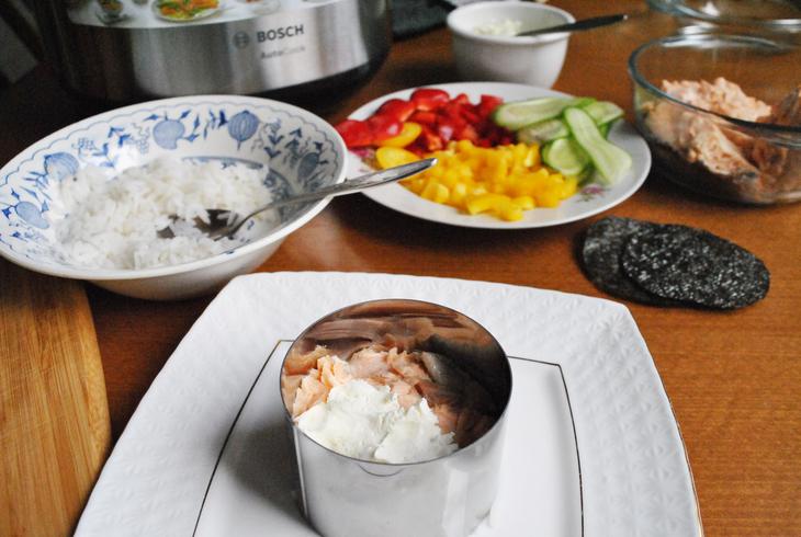 zakusochnyj-sushi-tort-s-syrnym-kremom-71d6354