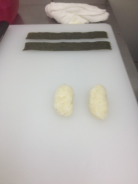 zapechenye-sushi-s-lososem-i-ostroj-krevetkoj-69e17b1