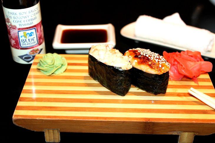 zapechenye-sushi-s-lososem-i-ostroj-krevetkoj-a0d4918